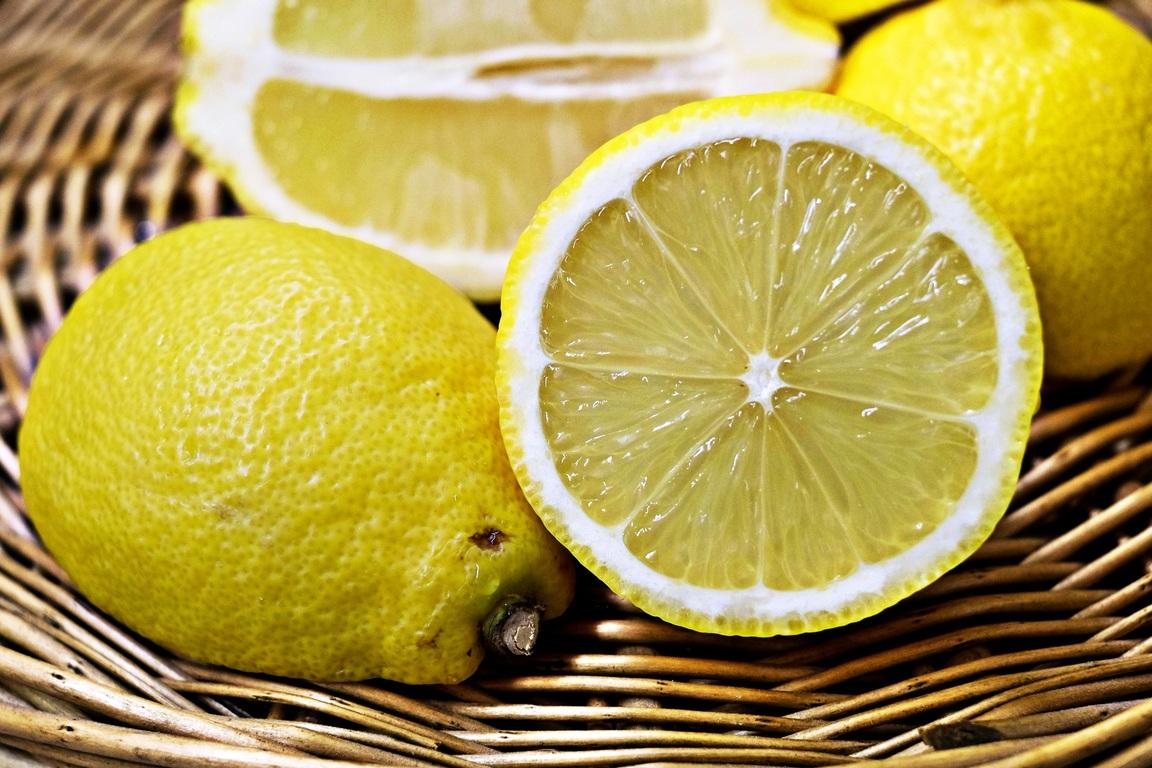 Olvídate de las arrugas, las malas vibras y atrae la abundancia con ayuda del limón