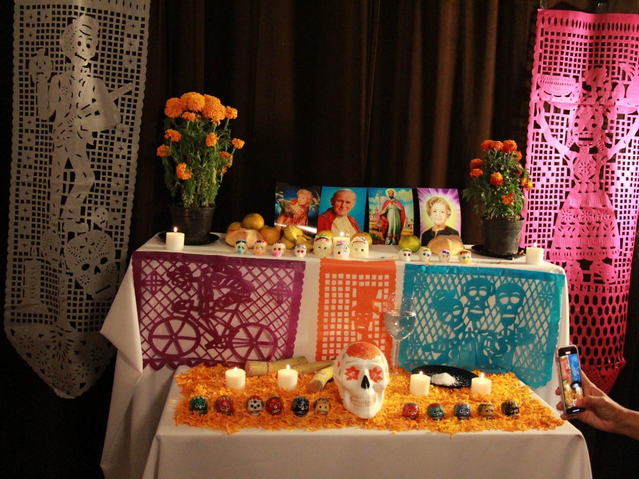 Gitana Perla te comparte el origen y las tradiciones qué hay detrás del Día de Muertos